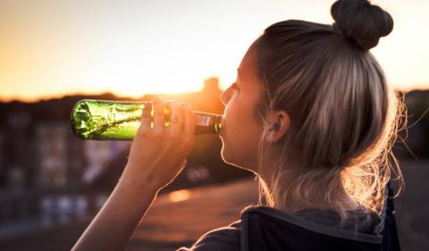 ALCOHOLISMO EN MUJERES HA AUMENTADO EN MÁS DE UN 200%